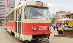 На улице Кирова в Ижевске  из-за лопнувшей растяжки встали трамваи
