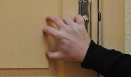 Соседи не открыли дверь раненному ножом в грудь ижевчанину