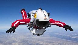 Австриец Феликс Баумгартнер совершил прыжок из стратосферы