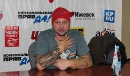 Илья Черт из группы «Пилот» рассказал в Ижевске, что дрался на шпагах из-за девочки