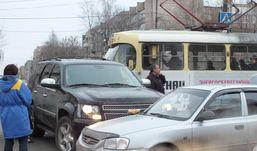 ДТП в Ижевске парализовало движение трамваев на улице Авангардной