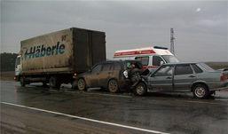 Три автомобиля столкнулись в Удмуртии