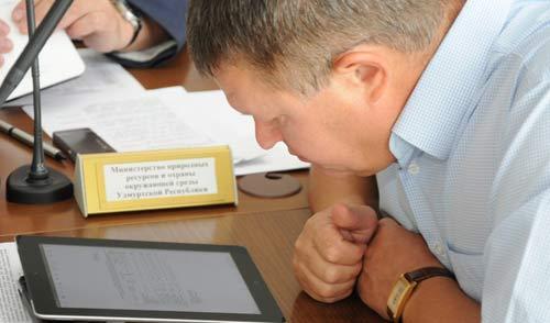 Юбилей продаж iPad в России: ижевские политики и их «айпады»