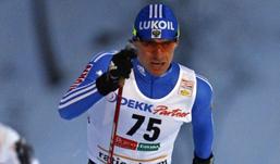 Максим Вылегжанин победил в лыжной гонке на международном турнире в Финляндии
