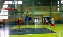 Ижевские баскетболисты проиграли спортсменам из Тамбова с разницей в 10 очков