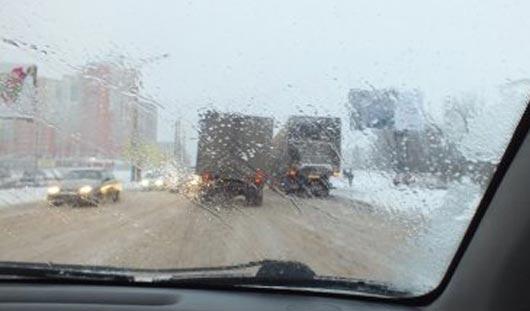 Четыре фуры блокировали дорогу от «Хозяйственной базы» в сторону улицы Гагарина в Ижевске