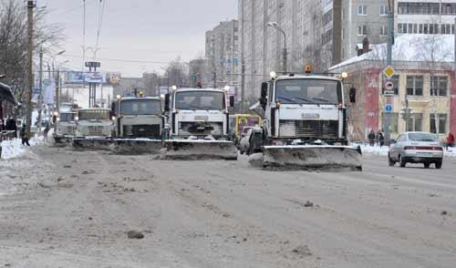 Фотофакт: улицы Ижевска будут чистить от снега весь день
