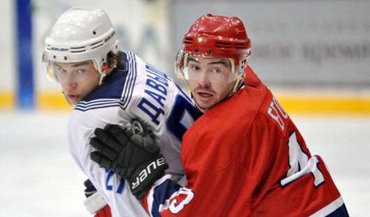 Питерский хоккейный клуб «ВМФ» разгромил «Ижсталь» со счётом 2:5