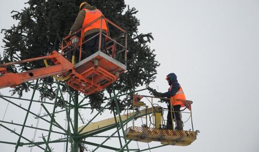 Металлическая елка появится около здания Администрации Ижевска