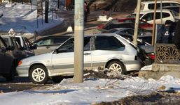В Ижевске водитель ВАЗа протаранил  светофор, уходя от погони полицейских