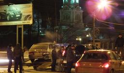 «Тойота прадо», «пежо» и ВАЗ столкнулись в Ижевске