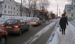 На улице Авангардной в Ижевске встало движение