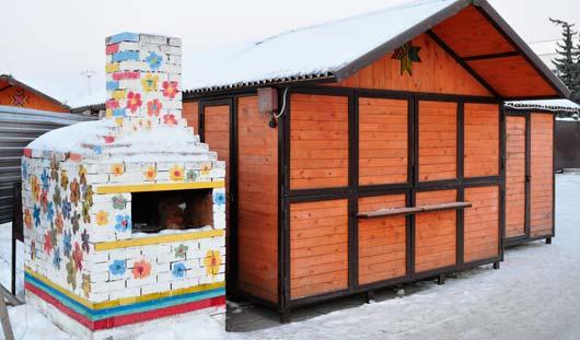 На Центральной площади Ижевска появились печка в цветочек и луна-парк