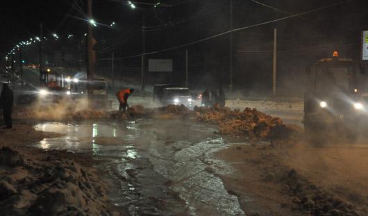 Коммунальное ЧП в Ижевске: по улице 40 лет Победы хлестала вода