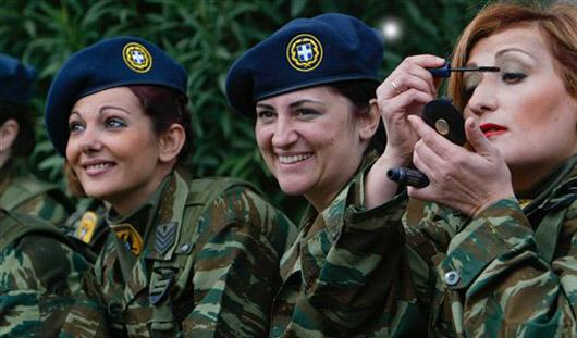 Депутаты предлагают женщинам служить в армии