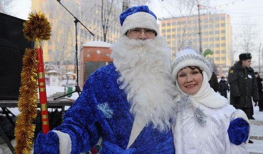 В Ижевске одна за другой открываются новогодние елки