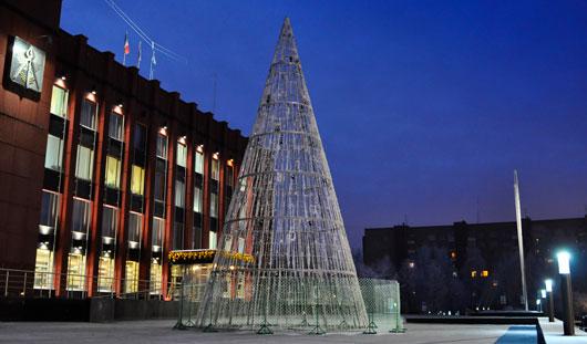 Светодиодная елка, установленная около Администрации Ижевска, прослужит 10 лет