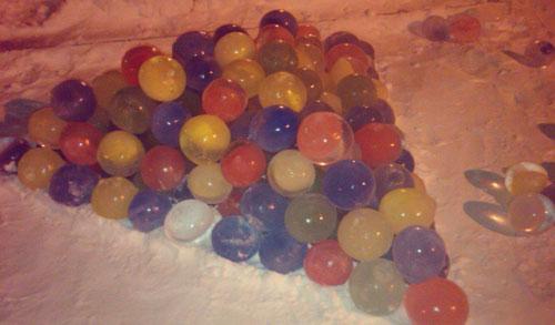 Фотофакт: разноцветную ледяную «елку» сделали в Глазове