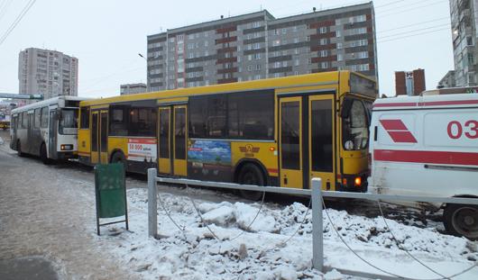 Коммунальная авария в Ижевске: на Холмогорова прорвало водопровод
