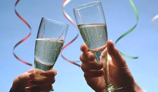 Россияне планируют потратить на Новый год больше 7 тысяч рублей