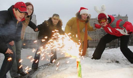 Ижевчанам рассказали, как правильно запускать новогодний фейерверк