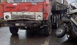 «Двенадцатая» в лобовую столкнулась с КамАЗом в Удмуртии