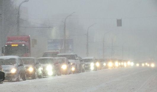 Транспортный коллапс в Ижевске: сотни  горожан опоздали на работу из-за непогоды