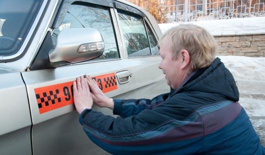 Таксисты ловят пьяных на дорогах и ставят оценки пассажирам
