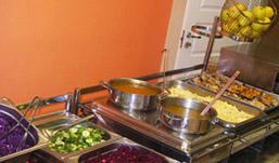 В столовой Удмуртии продукты питания хранили с нарушениями санитарных требований