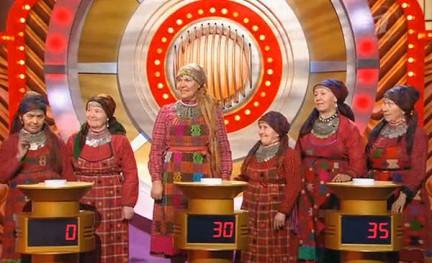 На передаче «Угадай мелодию» «Бурановские бабушки» исполняли хиты на удмуртском языке