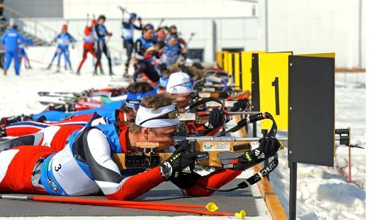 Российские биатлонисты взяли золото и серебро в гонке преследования