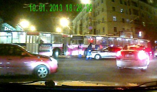 «Поцелуй» троллейбусов, похолодание: о чем говорят в Ижевске этим утром