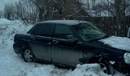 Две легковушки столкнулись в Ижевске из-за сугроба