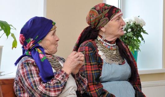 Блогеры Livejournal в Удмуртии посмотрели гонки на снегоходах и заехали к «Бурановским бабушкам»