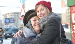 День объятий в Ижевске: как горожане реагируют на неожиданную ласку