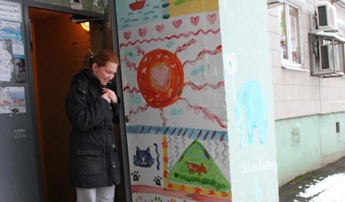 Фотофакт: в Ижевске расписывают подъезды, просто чтобы порадовать жителей