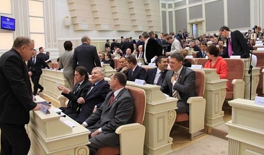 Люстру почти за 2 млн рублей в Госсовете Удмуртии ждали с 2010 года