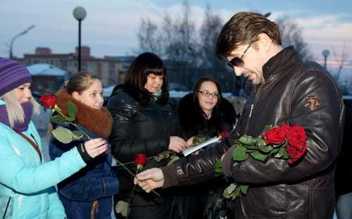 Рабство в кафе и дарящий розы ижевчанкам Гена Букин: о чем сегодня утром говорят в Ижевске