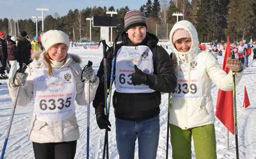 Почти 700 ижевчан прогулялись на лыжах в парке Кирова