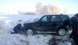 Ижевчане помогли Коляну из «Реальных пацанов» вытащить автомобиль из кювета