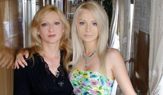 Украинская «Барби» показала фото своей мамы