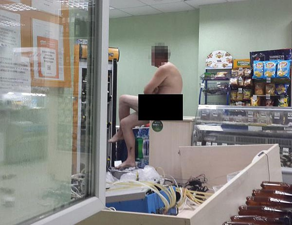 голые в магазине фото