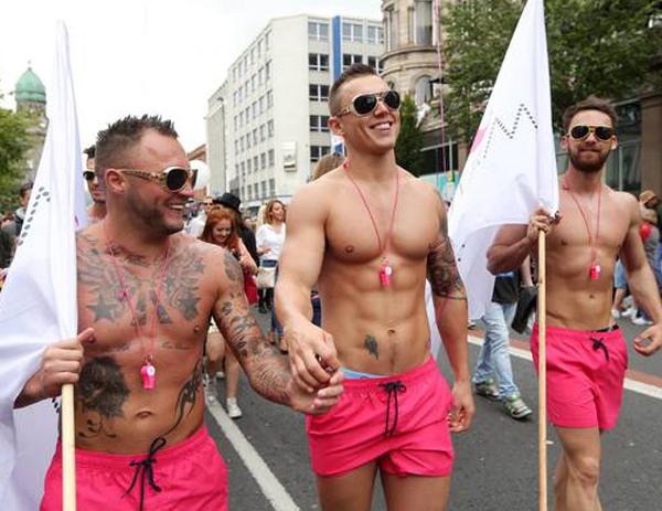 фото геев в стрингах в тольятти